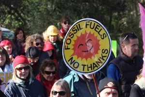 """Fossil fuel industry in """"terminal decline"""" – report"""